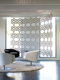 Sound absorbing workstation screen AIRFLAKE By Abstracta design Stefan Borselius Acoustic Wall, Acoustic Panels, Office Screens, Scandinavia Design, Ceiling Installation, Sound Absorbing, Wonderwall, Interior Design, Home Decor