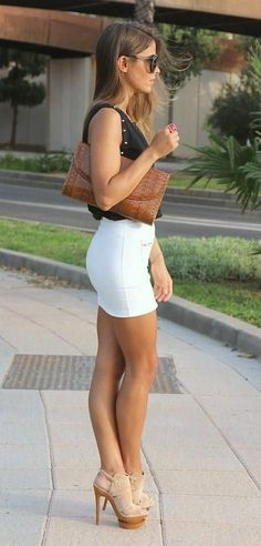 Just a Pretty Style: Street style | Flattering white skirt with super high heels