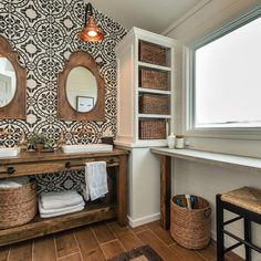 This farmhouse bathroom reno was your most liked project of 2017 and I couldn't agree more! It was a dream come true and I miss it so much. #mylifefromhome #eatcraftdiy #newromance #romantichomesmagazine #countrylivingmag #bhghome #rustichomedecor #neutraldecor #whitedecor #cottagestyle #farmhousefridays #farmhousedecor #frenchcountrystyle #bathroomdecor #bathroomremodel