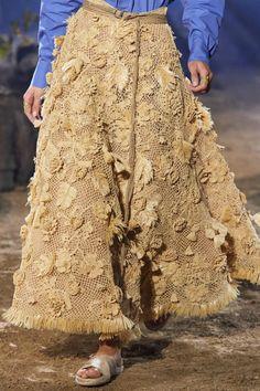 Christian Dior Spring 2020 Ready-to-Wear Fashion Show - Christian Dior Spring 2020 Ready-to-Wear Collection – Vogue - Fashion Week, Fashion 2020, Runway Fashion, Fashion Show, Fashion Looks, Womens Fashion, Dior Fashion, Fashion Spring, Paris Fashion