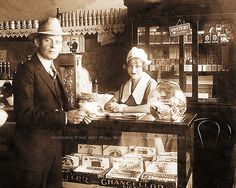 BONNIE AND CLYDE - RARE BONNIE PARKER PHOTO MARCO'S CAFE DALLAS TEXAS c1928