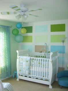 Dormitorio de bebé colorido