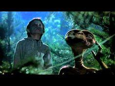 ▶ マイケル・ジャクソン~「Someone in the dark」with ET - YouTube