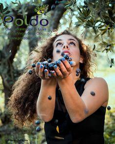 E' dalle migliori olive che nascono i nostri oli. Selezioniamo per voi solo la miglior qualità. Foto by Ricardo M. Del Bene, modella Andrea Ludovica Principi