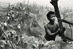 Garimpo, Serra Pelada, 1980 Pará by Juca Martins.