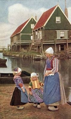 Afbeelding van http://www.gemeentemarken.nl/foto/klederdracht2.jpg.