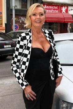 Beautiful Old Woman, Older Women, Womens Fashion, Sexy, Tops, Women's Fashion, Woman Fashion, Fashion Women, Feminine Fashion