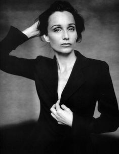 Kristin Scott Thomas is a beauty hero of mine. She has razor sharp cheekbones fabulous poise and looks as amazing now as she did twenty years ago. Id like to be her when I grow up please! Divas, Kristin Scott Thomas, Beautiful People, Beautiful Women, I Love Cinema, Actrices Hollywood, Hommes Sexy, Famous Faces, Belle Photo
