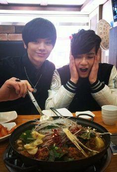 BtoB's Sungjae and Peniel enjoy a hot bubbling pot of 'gamjatang' #allkpop #BtoB