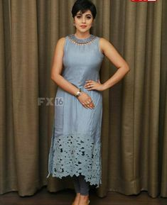 Actress Hot Navel Pics: Shamna Kasim New Hot And Sexy Photos 2018 Saree Blouse Neck Designs, Kurta Neck Design, Dress Neck Designs, Blouse Designs, Party Wear Frocks, Gown Party Wear, Suit Fashion, Fashion Outfits, Designer Anarkali Dresses