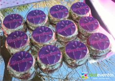 Bocaditos de chocolate y dulce de leche personalizados con stickers con personaje (Hannah Montana).