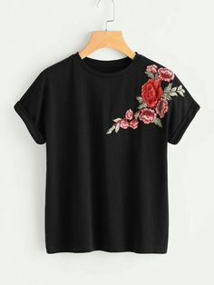 To find out about the Flower Patch Cuffed Sleeve Tee at SHEIN, part of our latest T-Shirts ready to shop online today! Roll Up Sleeves, Cuff Sleeves, Plus Size T Shirts, Plus Size Tops, Shein Pull, T-shirt Broderie, Floral Patches, Latest T Shirt, Types Of Sleeves