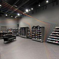 """Les architectes de l'agence Polonaise Mode:lina viennent de finaliser l'aménagement intérieur du concept store """"run colors""""."""