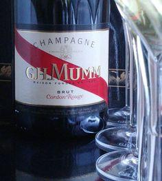 Tänään kuohuvaa samppanjaa! @ghmumm #samppanja #viini#wines#winelover#winegeek#instawine#winetime#wein#vin#winepic#wine#wineporn herkkusuu #lasissa #Herkkusuunlautasella