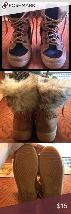 Heavy Duty Snow Boots Oscar Sport Thermal Snow Boots. Designed for Colorado snow. Waterproof and warm. Can fit sizes 9-10. Aztec design with fur and lined inside. Thick sole for non-slip grip. Good condition. Oscar Sport Shoes Winter & Rain Boots