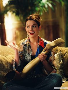 Anne Hathaway as Mia Thermopolis in Walt Disney Pictures' Princess Diaries Royal Engagement - Movie still no 10 Anne Hathaway, The Princess Diaries 2001, Diary Movie, Style Personnel, Royal Engagement, Film Serie, Princesas Disney, American Actress, Role Models