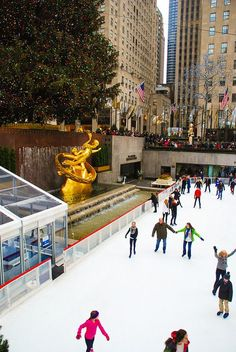 I want to be in NYC around Christmas......