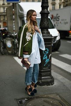 Embroidered bomber with boyfriend jeans and white blouse | @hannahoverbeek