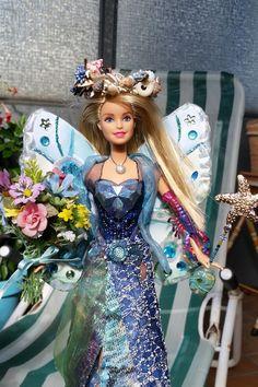 elfe aus einer barbie kleidung fl gel selbst gen ht zauberstab mit kettenanh nger gold. Black Bedroom Furniture Sets. Home Design Ideas