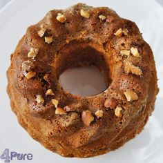 Cake with cashew nut topping - 4Pure #cake #cashewnuts #recipe #4pure #sweets #baking #vegetarian http://www.4pure.nl