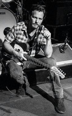 Eddie Vedder....older is sexier!! (:
