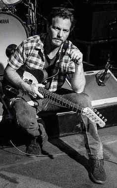 Eddie Vedder....older is sexier!! (: