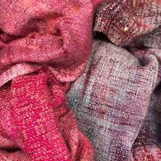 The Raspberry Beret and Better together wrap in one picture 😍. Thanks to the lovely mama's who own the wraps. Left to right: EC cotton warp and baby camel /silk weft, seacell warp and qiviut/silk weft. @loomtowrap #handwovenbabywrap #handwoven #handdyedweaving #handwovenwrap #draagdoek #handmade #handweaving #seacell #qiviut #qiviutyarn #silk #babycamelsilk #babycamel @handwoven_makers