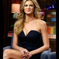 See how sports broadcaster Erin Andrews keeps up her healthy diet and keeps her portions in check even though she's always on the go and dining out.