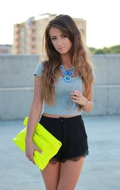 Shorts: SHEIINSIDE || Crop Top: CUBUS || Bag: CHOIES || Necklace: HOUSEOFMIMA