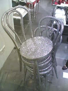 Thonet No.18 Christmas version on a Mango shop window.