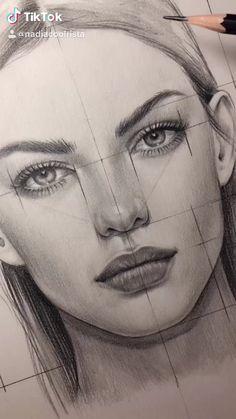 Art Drawings Sketches Simple, Pencil Art Drawings, Realistic Drawings, How To Draw Realistic, Drawing With Pencil, Half Face Drawing, Pencil Sketches Of Faces, Female Face Drawing, Woman Drawing