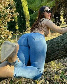 Superenge Jeans, Sexy Jeans, Sexy Outfits, Sexy Dresses, Cute Outfits, Estilo Cowgirl, New Years Eve Dresses, Girls Jeans, Sexy Hot Girls
