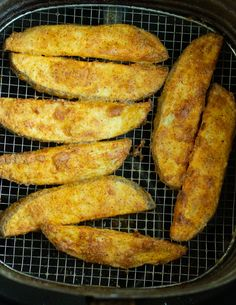 These Copycat KFC Potato Wedges are made in the Air Fryer! They are perfectly se. - These Copycat KFC Potato Wedges are made in the Air Fryer! They are perfectly seasoned and the perf - Air Fryer Fried Chicken, Air Fried Food, Baked Chicken, Air Fryer Dinner Recipes, Air Fryer Oven Recipes, Kfc Potato Wedges, Crunchwrap Recipe, Air Frier Recipes, Wedges Recipe