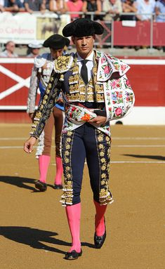 Matador Costume, Mexico Dress, Spanish Men, Spanish Dancer, Flamenco Dancers, Spanish Fashion, Pageant Gowns, Student Fashion, Men In Uniform