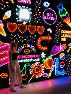 Gucci Wallpaper: Neon Aesthetic Style for 2019 Neon Aesthetic, Summer Aesthetic, Aesthetic Style, Deco Disney, Happy Vibes, Photos Tumblr, Neon Lighting, Wall Collage, Collage Background