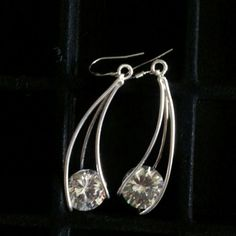 ONE PAIR ONLY8 CTW CZ dangle earings SILVER tone Dress up or down Look like the real thing super sexy drop off 2 inches Light weight very comfy ONE PAIR ONLY Hammock Beach Jewelry Jewelry Earrings