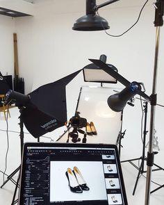 Photography studio - Photography, Landscape photography, Photography tips Photography Studio Setup, Photography Lighting Setup, Portrait Lighting, Photo Lighting, Still Life Photography, Light Photography, Photography Tips, Advertising Photography, Commercial Photography