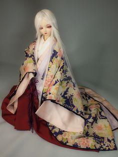 A ball jointed doll dressed in junihitoe. Pretty Dolls, Beautiful Dolls, Heian Era, Asian Doll, Japanese Kimono, Bjd Dolls, Ball Jointed Dolls, Asian Style, Spring