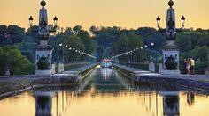 Tourisme fluvial surle Pont-Canal deBriare (Loire).