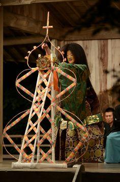 『天鼓 弄鼓之舞』Tenko - Roukonomai Noh Theatre, Japanese Mask, Nihon, Japanese Culture, Geisha, My Images, Art History, Storytelling, Ropes