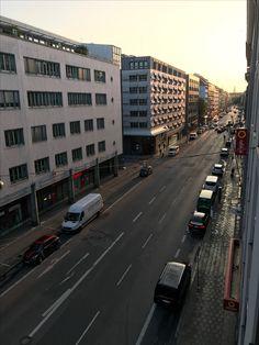 München.Morgen.Gleich wird es laut.