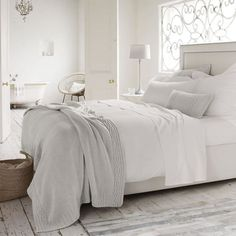 ¿Os gustan las decoraciones en color blanco? Si es así os van a encantar estos diez dormitorios que hemos seleccionado para vosotros.