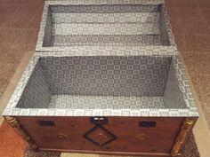 Baúl de principios del siglo XX restaurado y tapizado por dentro
