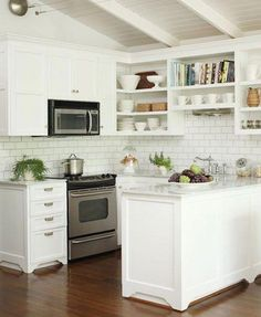 Small Kitchen - Design photos, ideas and inspiration. Amazing gallery of interior design and decorating ideas of Small Kitchen in decks/patios, dining rooms, kitchens by elite interior designers. New Kitchen, Kitchen Decor, Kitchen Small, Small Kitchens, Compact Kitchen, Kitchen Ideas, Space Kitchen, Kitchen White, Design Kitchen