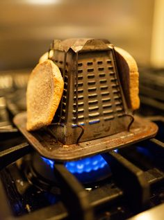 Stove-top toaster in John Derian's flat, courtesy of The Selby. Vintage Appliances, Small Appliances, Domestic Appliances, Kitchen Items, Kitchen Gadgets, Kitchen Utensils, Kitchen Art, Kitchen Tools, Vintage Toaster