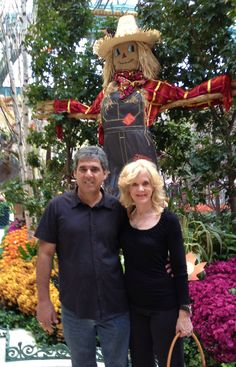 DOROTHY, THE SCARECROW AND THE LION! INSIDE THE BELLAGIO!