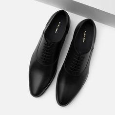 jeans and dress shoes men Men's Shoes, Shoe Boots, Dress Shoes, Dress Clothes, Zara Shoes, Shoes Style, Simple Shoes, Casual Shoes, Leather Men