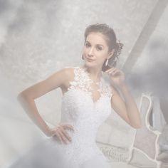 Különleges csipkés vállpántos menyasszonyi ruha, csillogó Swarovski kristályokkal díszítve Wedding Dresses, Fashion, Bride Dresses, Moda, Bridal Gowns, Fashion Styles, Weeding Dresses, Wedding Dressses, Bridal Dresses
