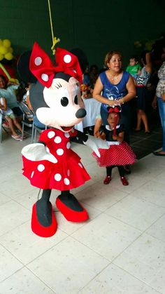 xeniaotoya@yahoo.com Minnie Mouse Pinata, Mickey Mouse Art, Princess Pinata, Mexican Babies, 1st Birthday Parties, 2nd Birthday, Paper Mache Crafts, Mini Mouse, Lol Dolls