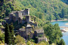 Château de Brousse. Brousse-le-Château 12480 Guyenne (Rouergue)